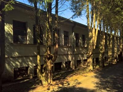 Sitkūnų radijo stoties pagrindinio pastato fasadas. Aut. Deimantas Ramanauskas